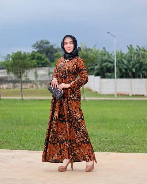 18 Desain Model Long Dress Batik 2019 Kombinasi Polos Elegan